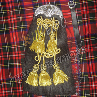 Black Horse Hair Sporran with 5 Golden Tessels